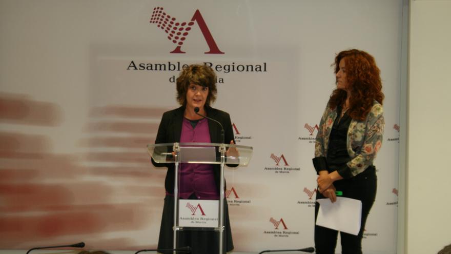 María Giménez y Mª Ángeles García en la Asamblea Regional de Murcia