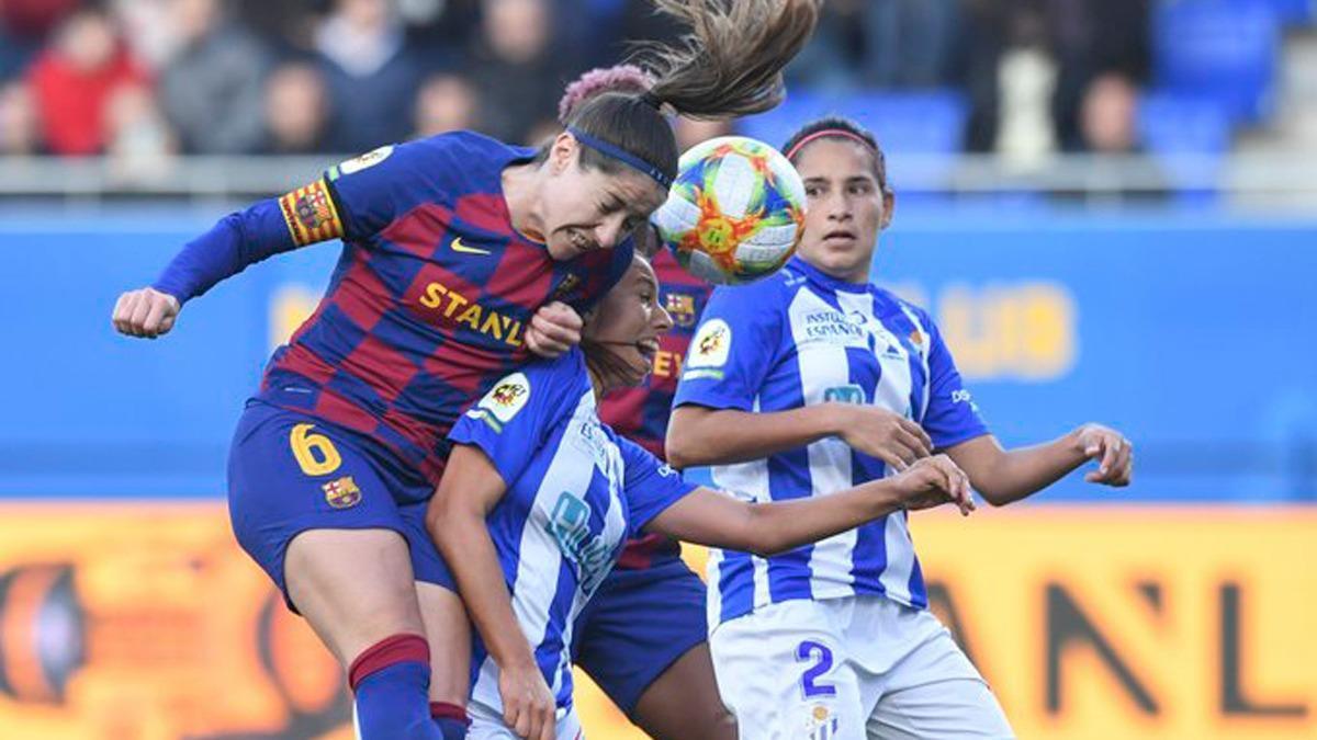 Ángela Corina, con el dorsal 2, en un encuentro frente al Barcelona.