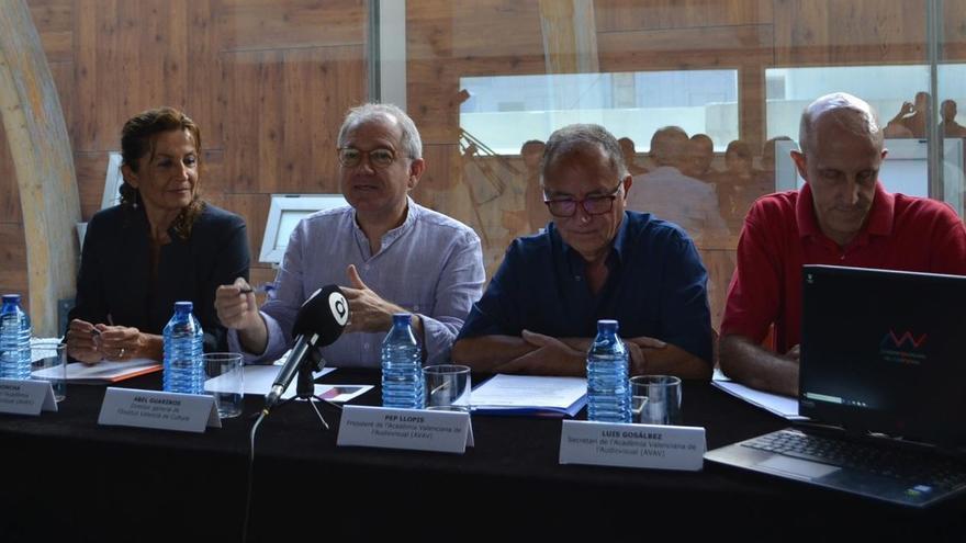 El director general del Institut Valencià de Cultura, Abel Guarinos, y el presidente la Academia Valenciana del Audiovisual, Pep Llopis, durante la presentación