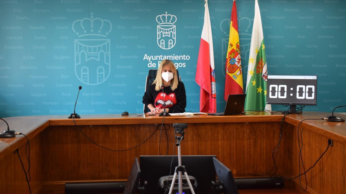 La alcaldesa de Piélagos, Verónica Samperio, en un Pleno
