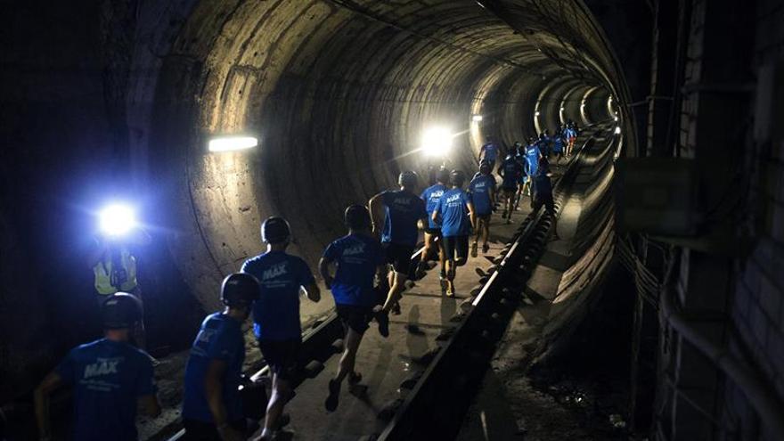 Una falta de suministro obliga a desalojar por los túneles a pasajeros del Metro Barcelona