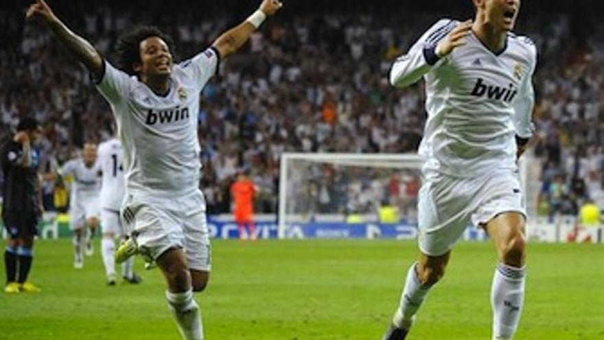 Cristiano Ronaldo y Marcelo celebran el gol de la remontada. (EP)