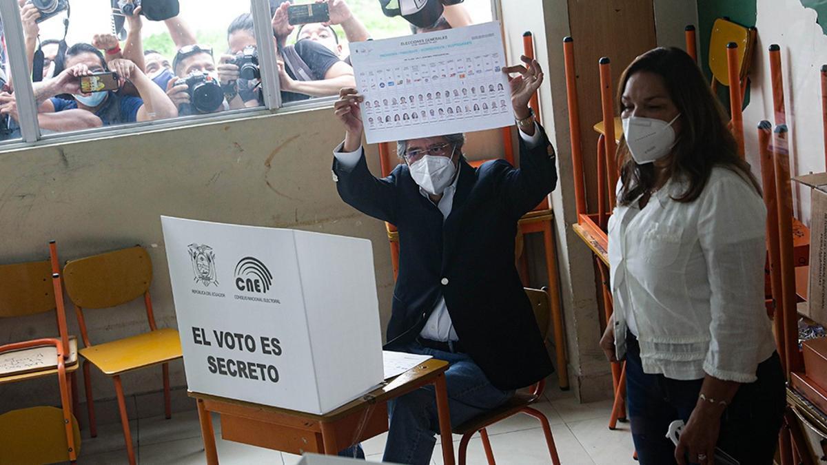Andrés Arauz y Guillermo Lasso se enfrentarán en la segunda vuelta presidencial del 11 de abril