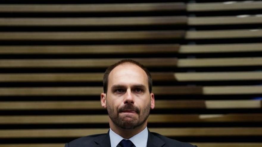 Asesores del Senado ven nepotismo con el hijo de Bolsonaro como embajador