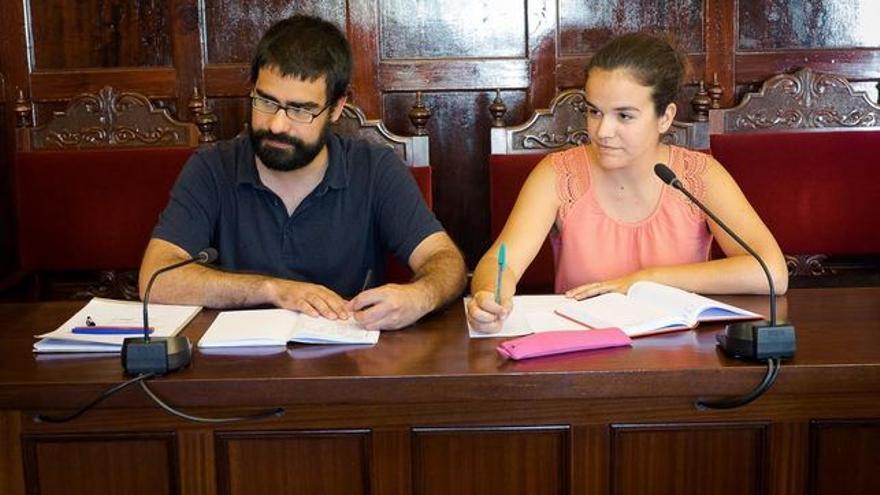 Los concejales de IUC Felipe Ramos y Mariela Rodríguez.