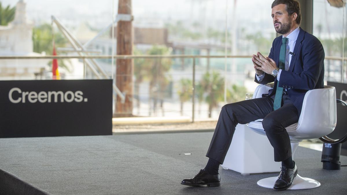 El presidente del Partido Popular, Pablo Casado, en la mesa 'Crecimiento contra la desigualdad', en el marco de la Convención Nacional del PP.