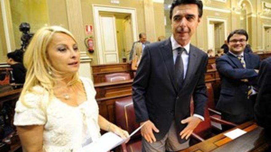 José Manuel Soria, junto a María Australia Navarro. (ACFI PRESS)