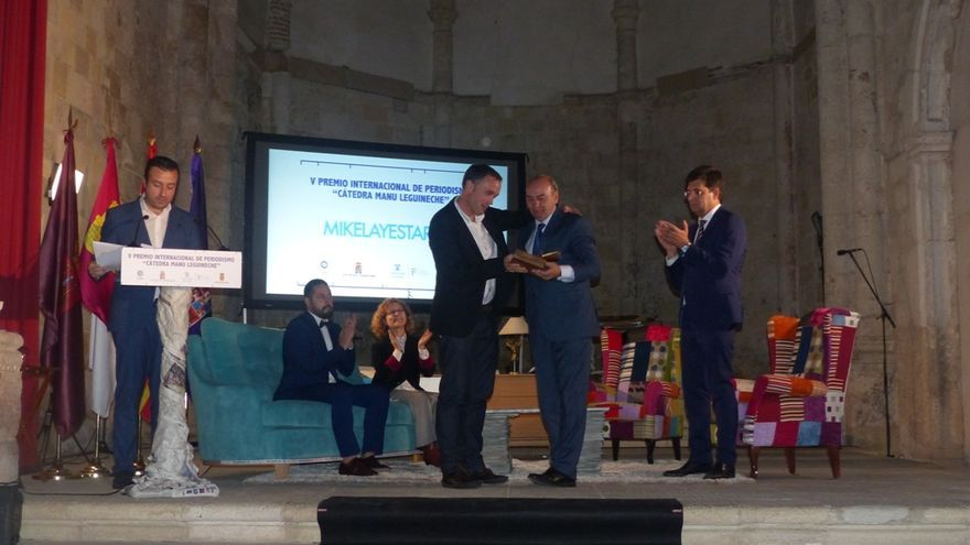 Mikel Ayestaran recoge el Premio 'Cátedra Manu Leguineche'