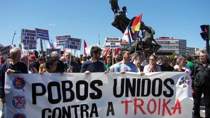 Centenares de personas se suman en Galicia a la convocatoria europea de protestas contra los recortes de la Troika