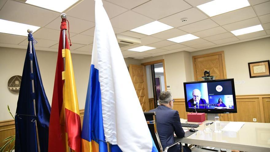 Reunión por videoconferencia entre el presidente del Gobierno de Canarias, Ángel Víctor Torres, la presidenta de Baleares, Francina Armengol, y la ministra de Industria y Turismo, Reyes Maroto