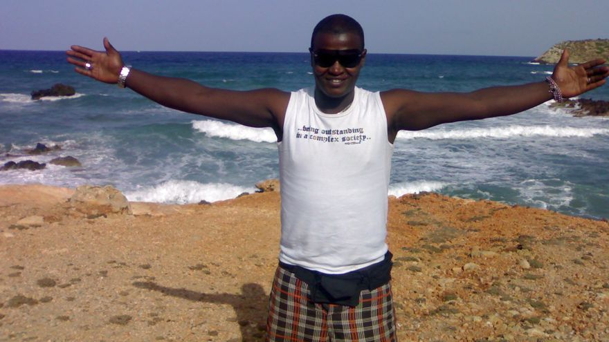 Conrado Semedo, leonés de 34 años, fue condenado a tres años de cárcel. Tras cumplir su pena, la justicia le expulsa a un país que no conoce y del que ni siquiera habla su idioma.