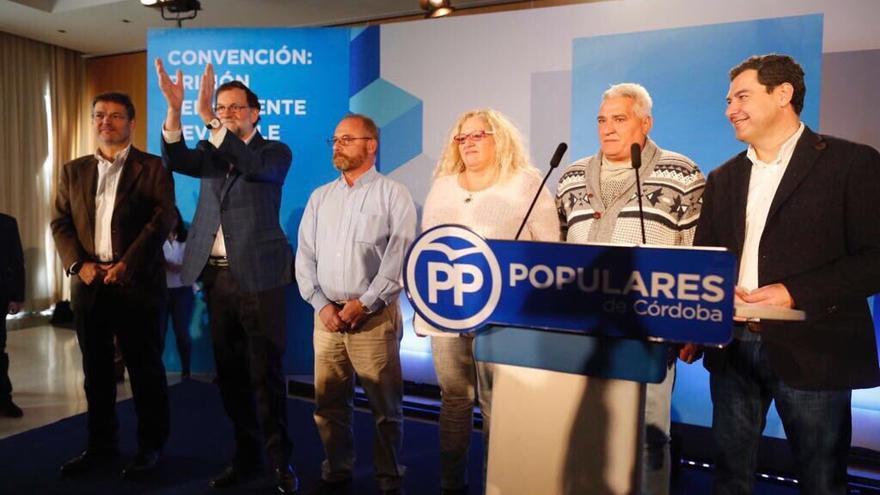 Mariano Rajoy junto a las familias de Sandra Palo y Marta del Castillo