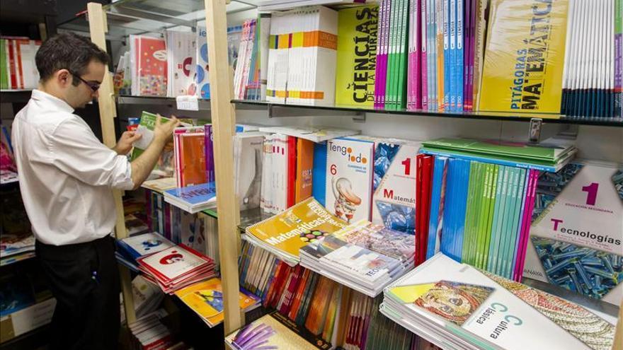El 77 por ciento de padres han tenido más gastos en libros de texto que el curso pasado