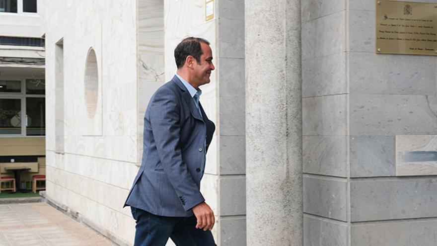 Blas Acosta, entrando este lunes a los Juzgados de Puerto del Rosario.