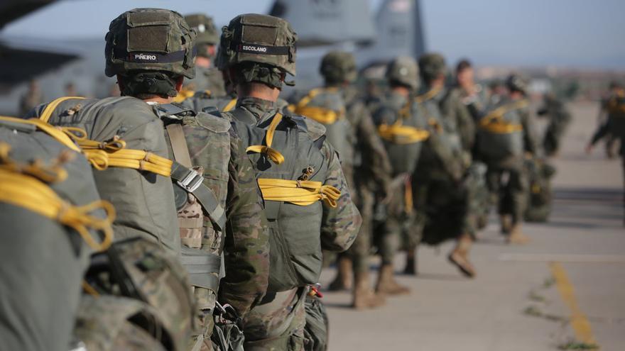 Militares de la brigada paracaidista 'Almogáraves', durante un ejercicio.