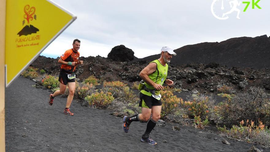 Imagen de archivo de dos corredores de la primera edición de la Fuenkatrail.
