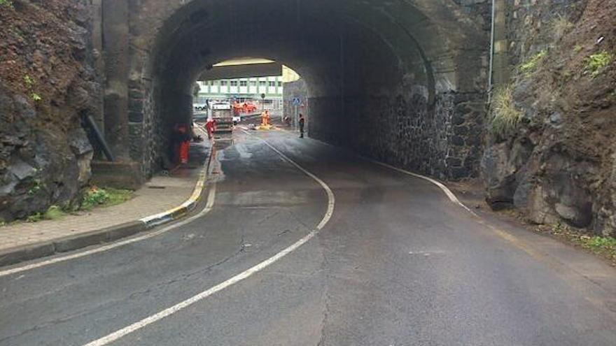 La Policía Local de santa Cruz de Tenerife informa de que el túnel García Escámez- Chamberí se encuentra operativo y abierto al tráfico.