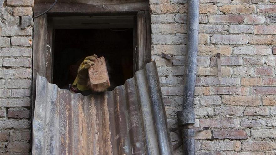 Las oenegés recuerdan que sigue el drama un mes después del seísmo en Nepal