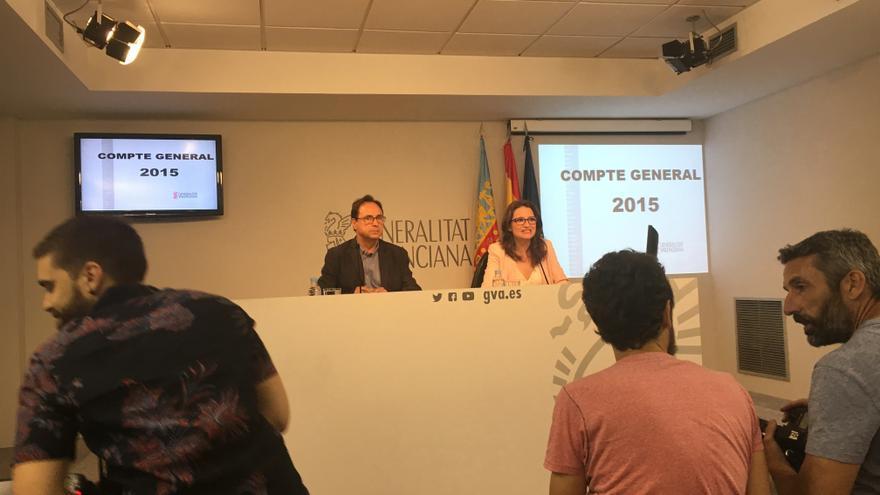 Mónica Oltra con el conseller de Hacienda, Vicent Soler, tras el pleno del Consell.
