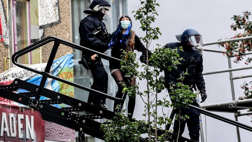 """Fuerte dispositivo policial para desalojar el último símbolo """"okupa"""" Berlín"""