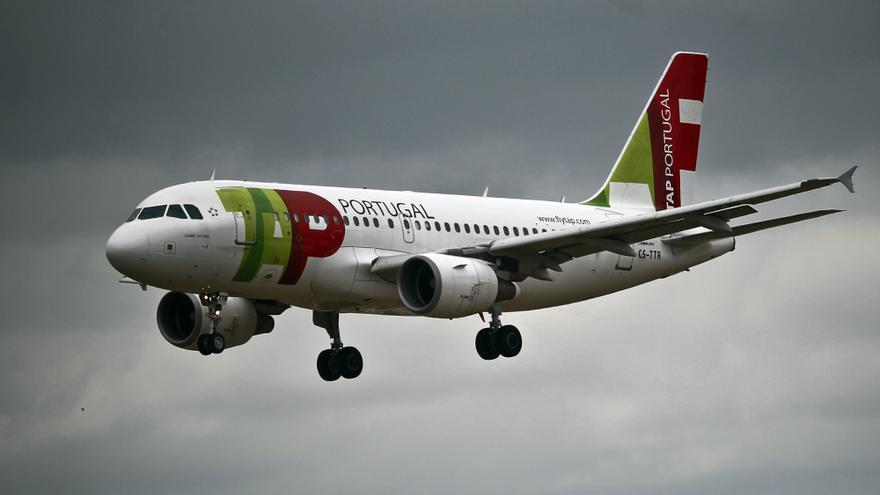 Un avión de la TAP pide aterrizar en Barajas al detectarse humo en la cabina