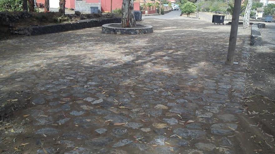 En la imagen, entorno donde se ha llevado a cabo la obra de encanchado de piedra basáltica en la conexión de la zona de Las Canales con la carretera LP-302 de acceso a La Cumbrecita.