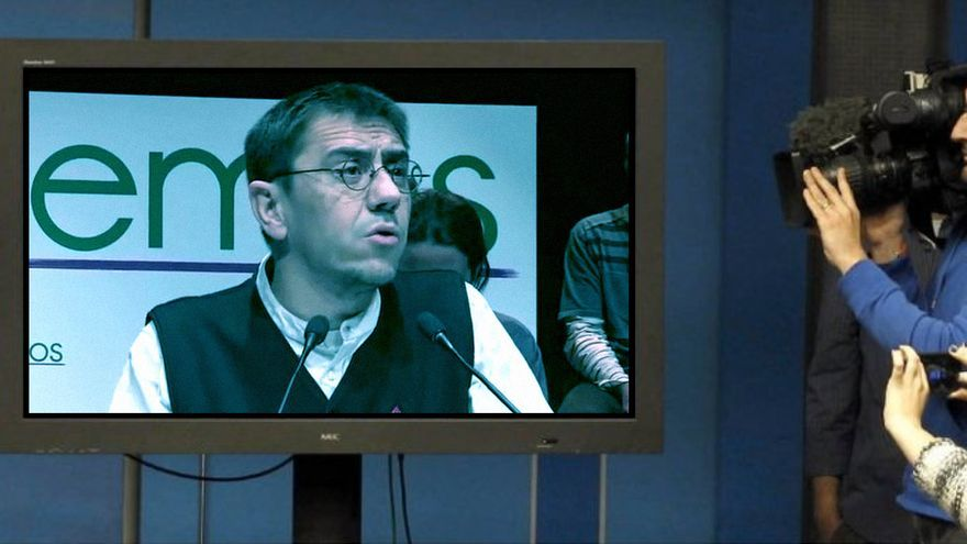 Fotomontaje con una imagen de Monedero sobre la foto de EFE de la comparecencia de Rajoy.