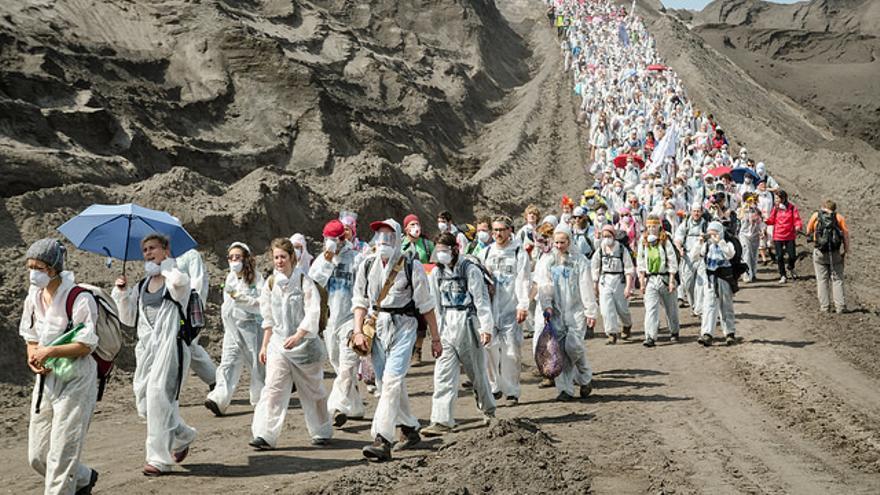 Decenas de activistas llegan a una mina de carbón en Lausitz, Alemania / Ende Gelände - Flickr
