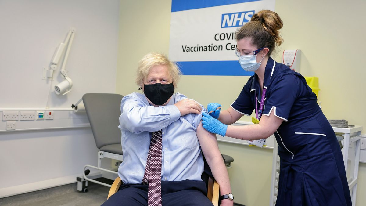 Boris Johnson fue vacunado en el Hospital St. Thomas este viernes 19 de marzo de 2021.