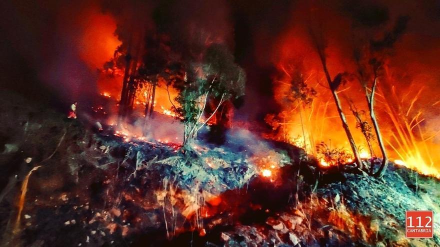 Dos incendios activos y dos controlados este viernes en Cantabria