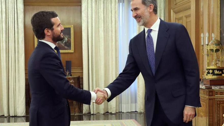 El rey se reúne con Pablo Casado en su ronda de contactos para la investidura
