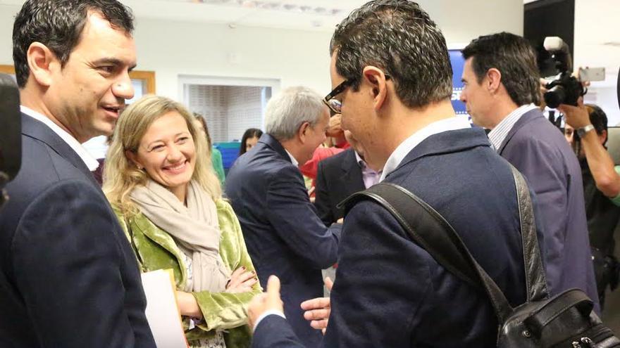 Pablo Rodríguez habla con Saúl Ramírez y Victoria Rosell.