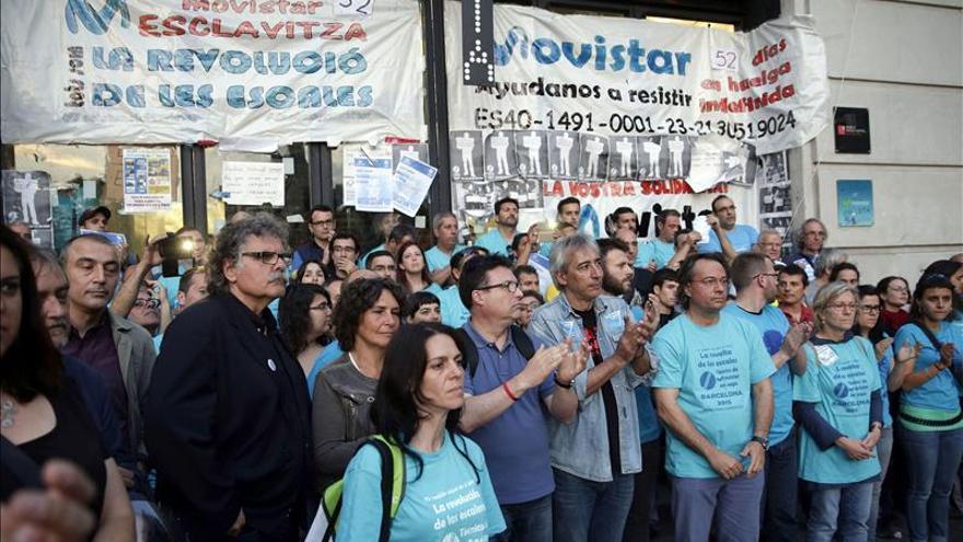 Trabajadores encerrados en sede del MWC en Barcelona aprueban dejar encierro