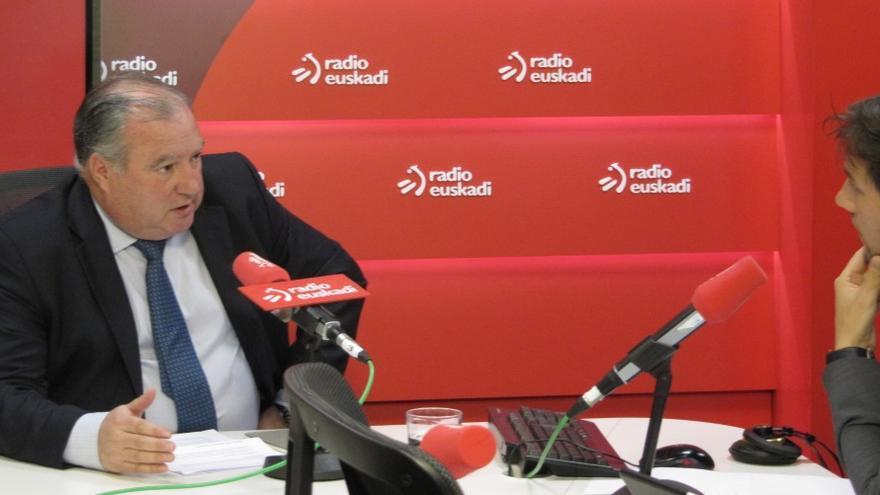Roberto Larrañaga (a la izquierda) durante su entrevista en Radio Euskadi.