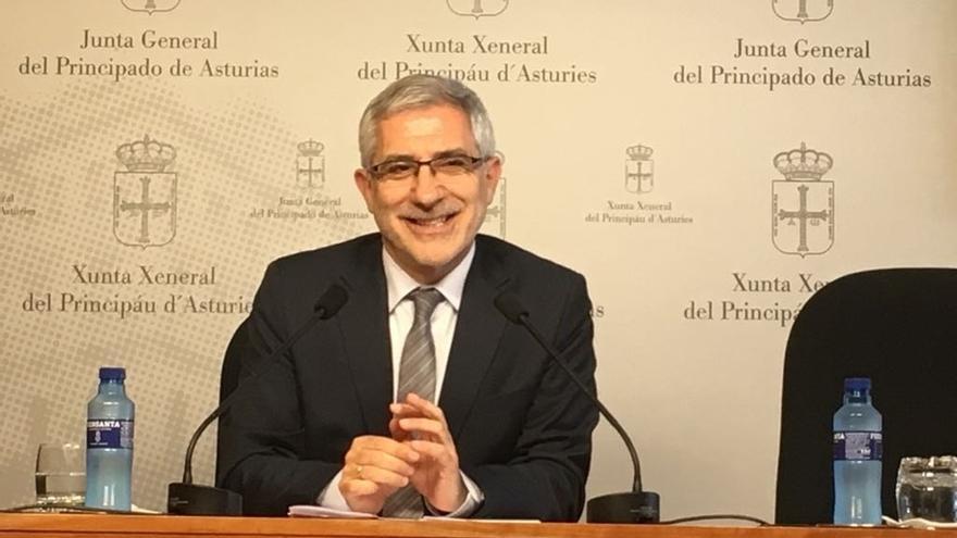 """Llamazares confirma que presentó su plataforma a Pedro Sánchez y niega que vaya """"a su bola"""" en IU"""