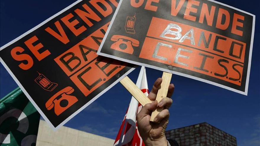 Una protesta contra Caja España / Foto: Efe.
