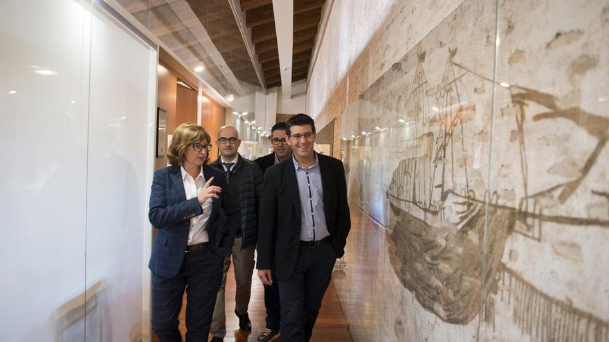 Entre les pintures descobertes hi ha les d'un vaixell