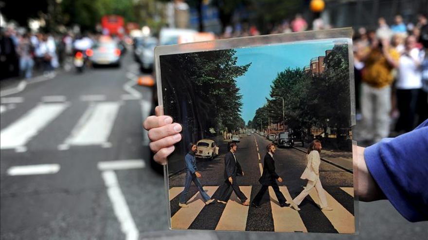 """Calcuta enseña educación vial con el álbum """"Abbey Road"""" de los Beatles"""