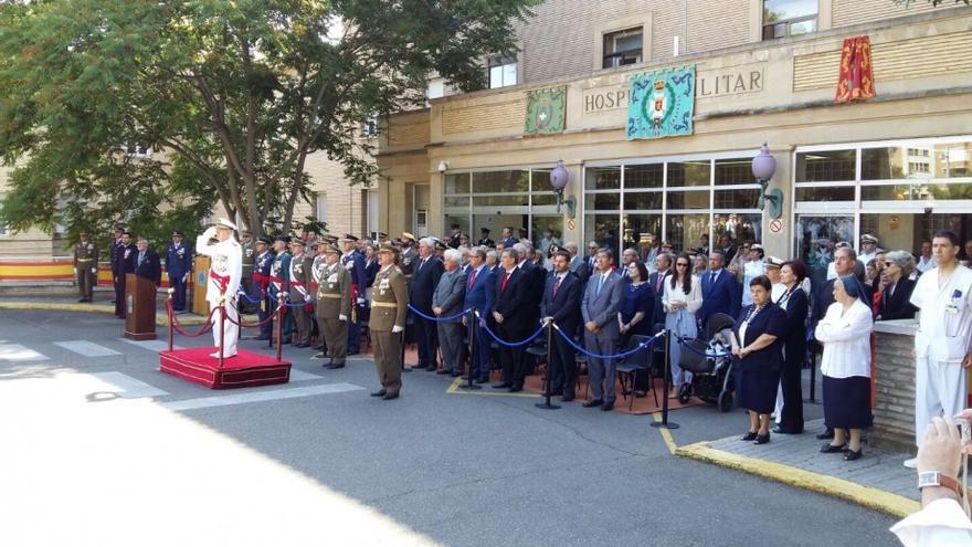Acto a las puertas del Hospital Militar de Zaragoza en junio de 2016.
