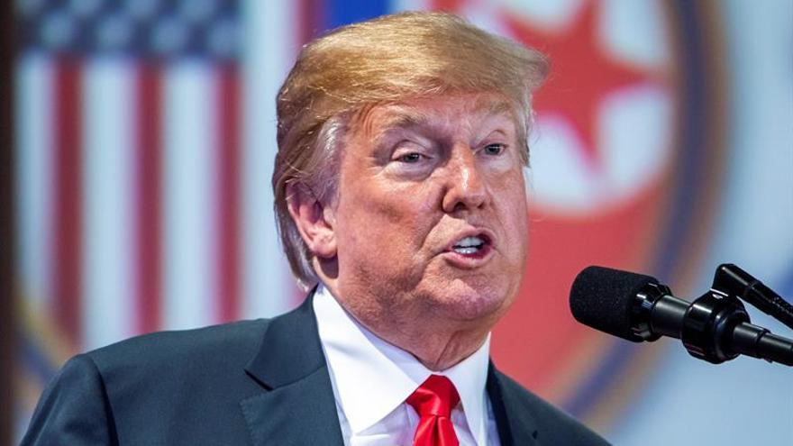 Trump celebra la ausencia de misiles nucleares en el desfile militar norcoreano