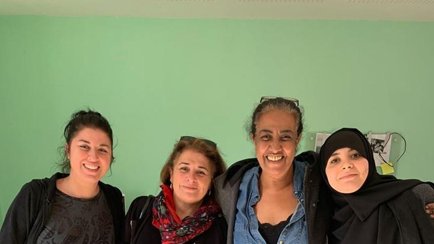 Fatima Mostefaoui, del colectivo Pas Sans Nous, segunda por la derecha.