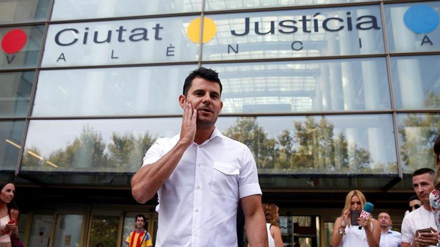 Admiten a trámite demanda de paternidad interpuesta a cantante Julio Iglesias