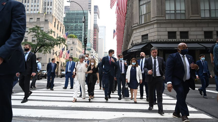 El presidente del Gobierno, Pedro Sánchez, durante un paseo en su viaje a Nueva York.