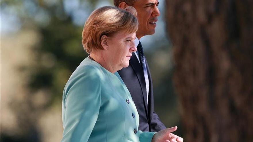 Obama desea a Merkel una pronta recuperación y la invita a Washington