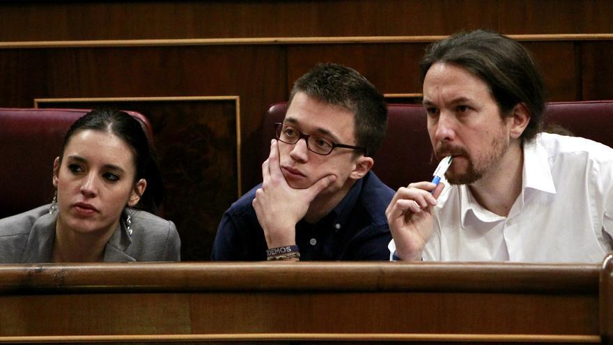 Irene Montero, Íñigo Errejón y Pablo Iglesias, en el debate de investidura el 2 de marzo.
