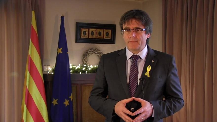 """Puigdemont pide a Rajoy reconocer el resultado del 21-D y negociar con """"el Govern legítimo"""""""