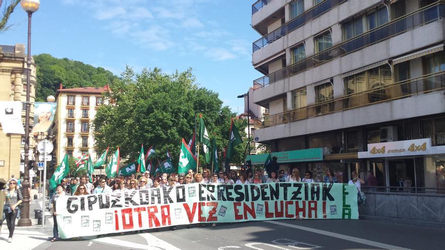 Manifestación de las trabajadoras de las residencias de mayores de Gipuzkoa.