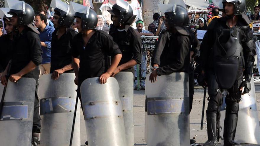 Condenados 9 policías egipcios a 3 años de cárcel por agredir a médicos