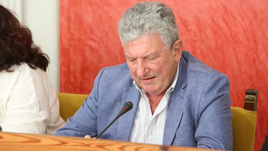 El concejal de Empleo y Turismo, Pedro Quevedo (Nueva Canarias), durante un pleno celebrado en el Ayuntamiento de Las Palmas de Gran Canaria.