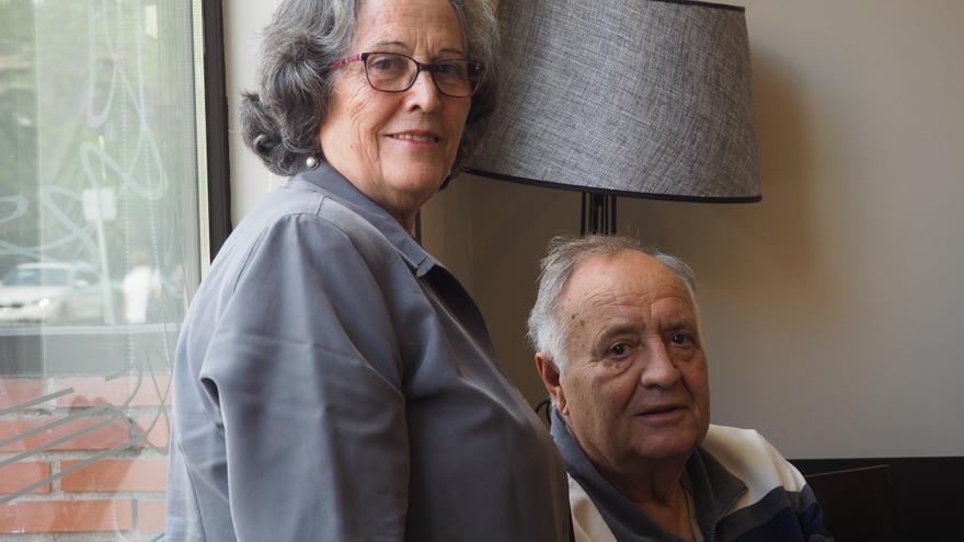 Mónica Egea y Donato Fernández, vecinos pioneros y autores del libro 'Tres Cantos: 20 años de historia'